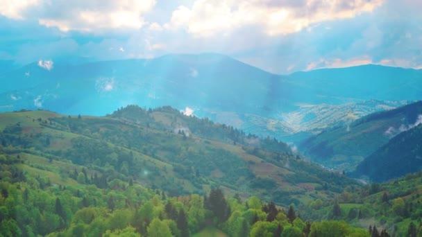 közeledik a keret hegyi táj, a folt-ból napfény, a kamera és a köd
