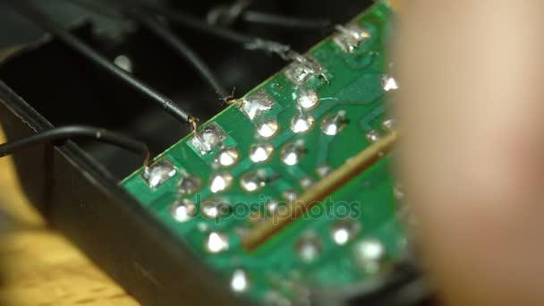 a folyamat a vezetékeket, hogy a chip Forrasztó közelről