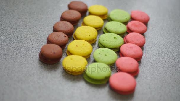 barevné soubory cookie makronky