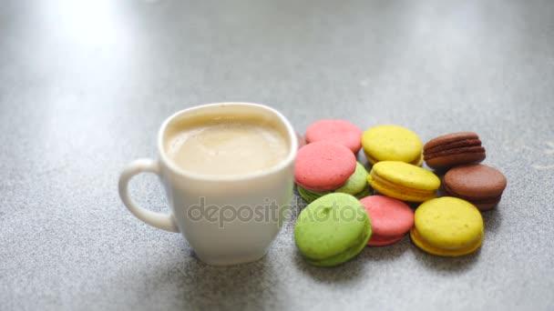 makaróny a káva