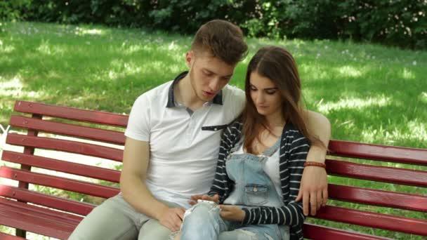 Смотреть видео парня и девушки