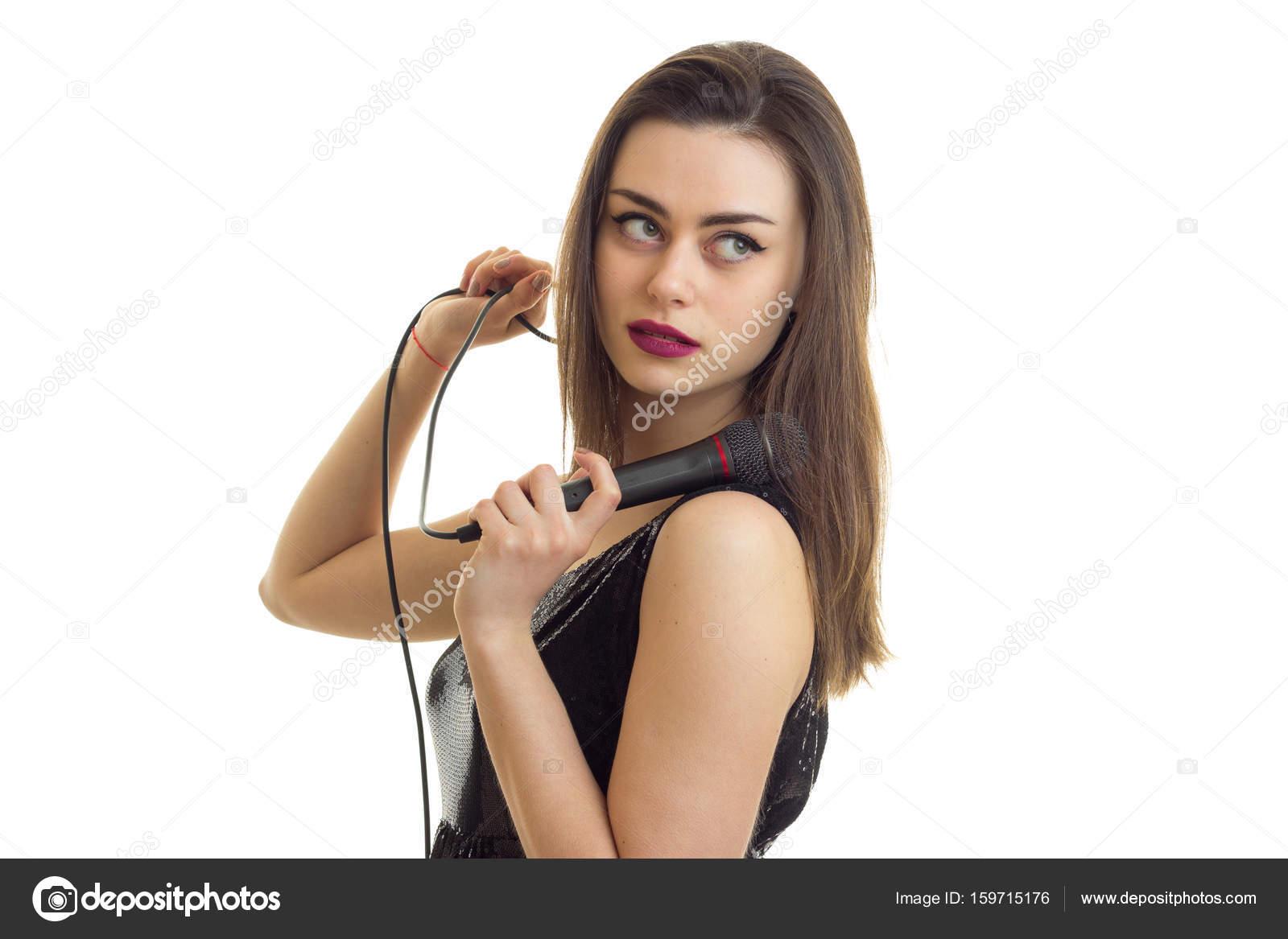 La mujer del vestido negro cancion