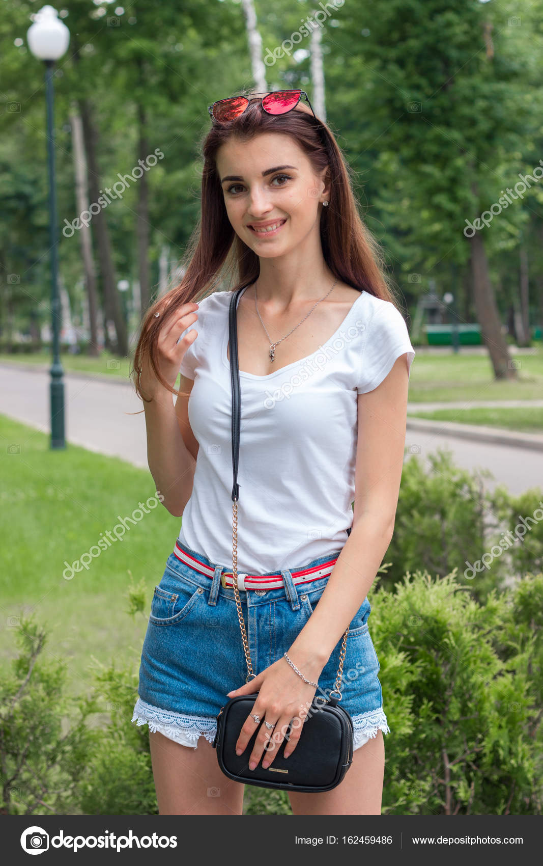 Muchachas Bonitas En Short Sonrisa Linda Chica En Shorts