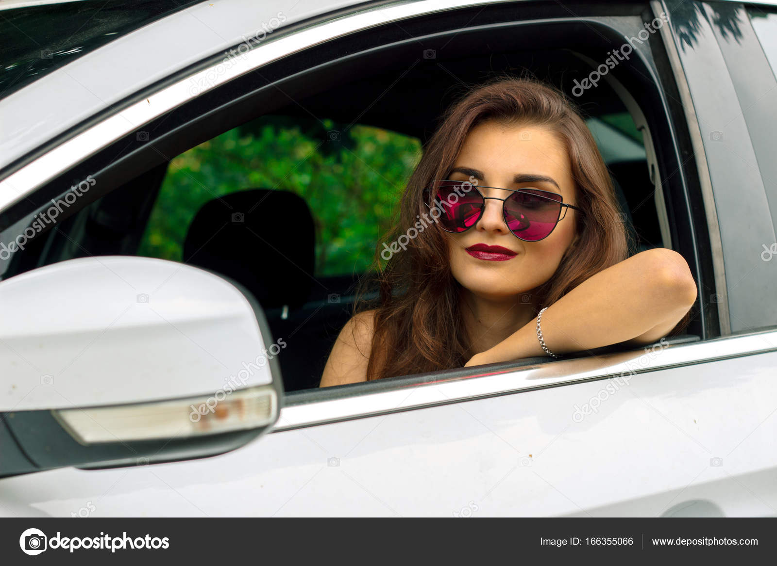In Bella Da Sole Ragazza Di Modo Occhiali Macchina Ritratto N0wOPyvmn8