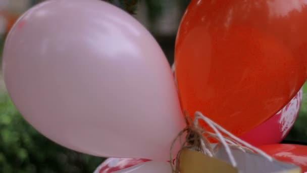 banda velké krásné barevné balónky