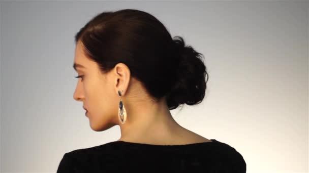 Krásy dívka s krátký účes