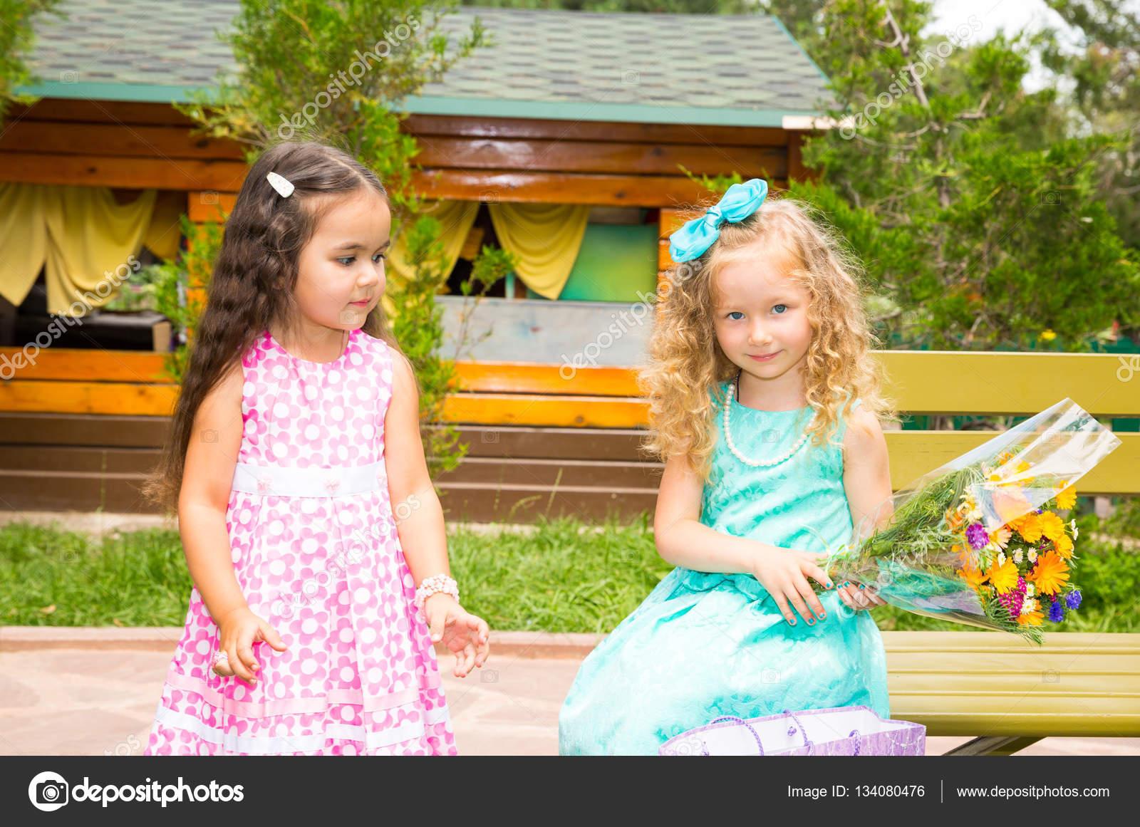 Immagini Fiori Per Compleanno Amica Due Amiche Adorabile