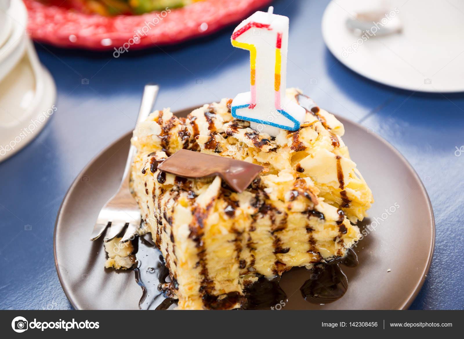 Ein Jahr Kuchen Geburtstag Kuchen Mit Nummer Eins Gluckwunsche Zum