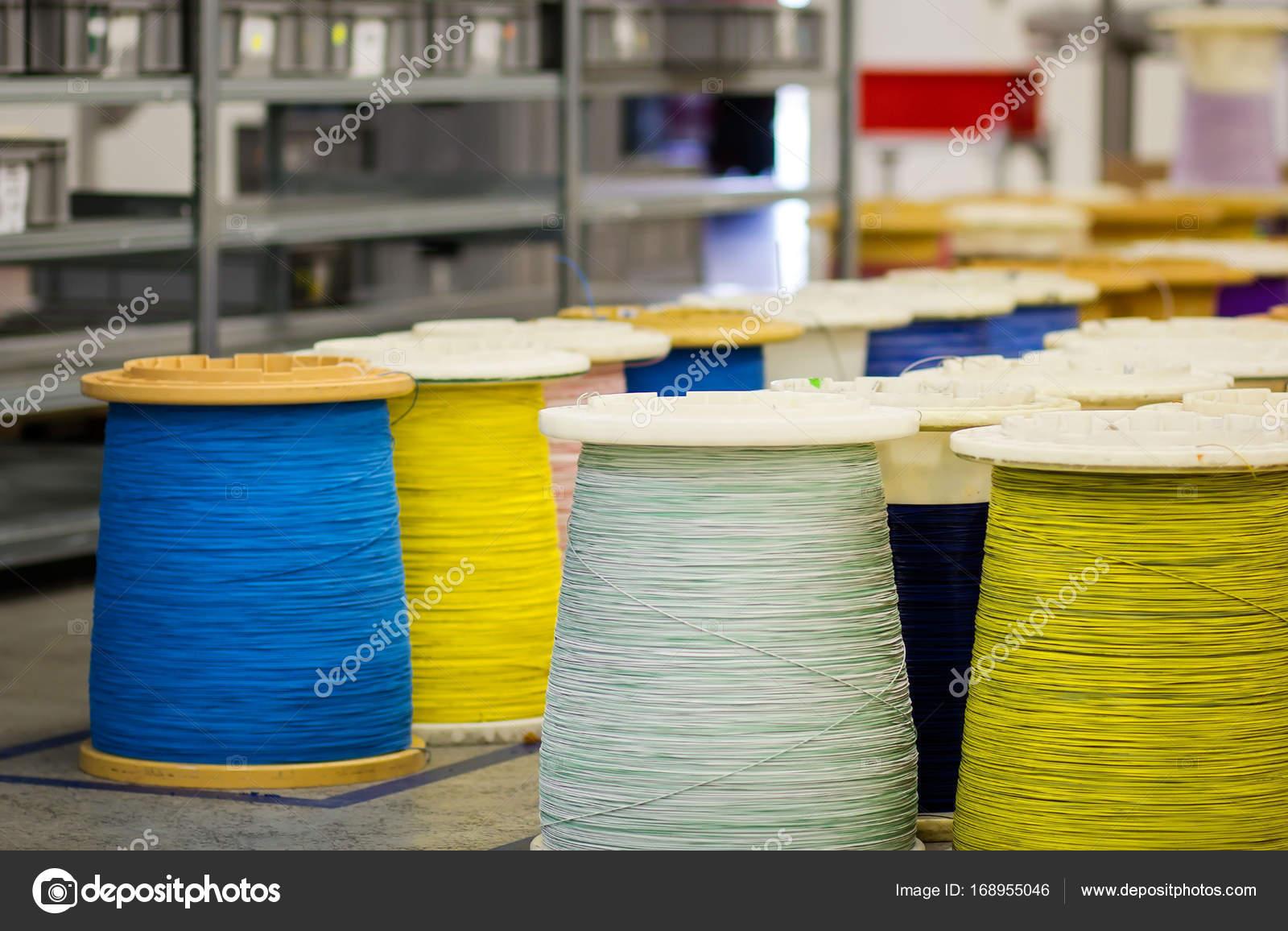 Industrielle Spulen mit Kabel — Stockfoto © MilenneT #168955046