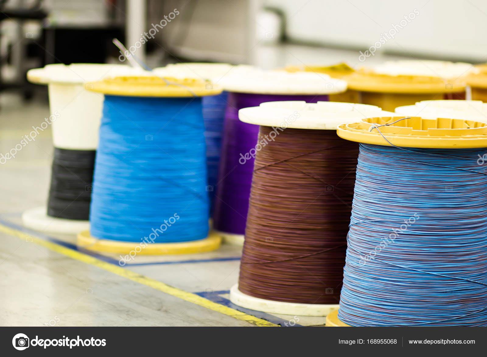 Industrielle Spulen mit Kabel — Stockfoto © MilenneT #168955068
