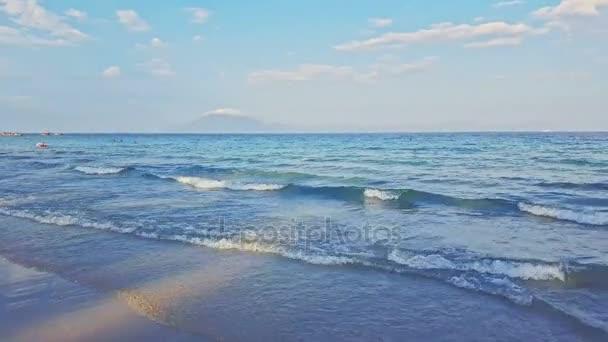 grenzenloser azurblauer Ozean