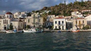 Lodě v přístavu řecké