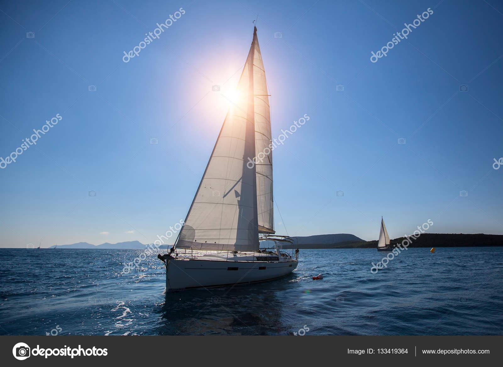 Luxus segelyachten hersteller  Luxus-Segelyachten — Stockfoto © dimaberkut #133419364