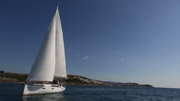 Hajósok részt vitorlás regatta-sziget