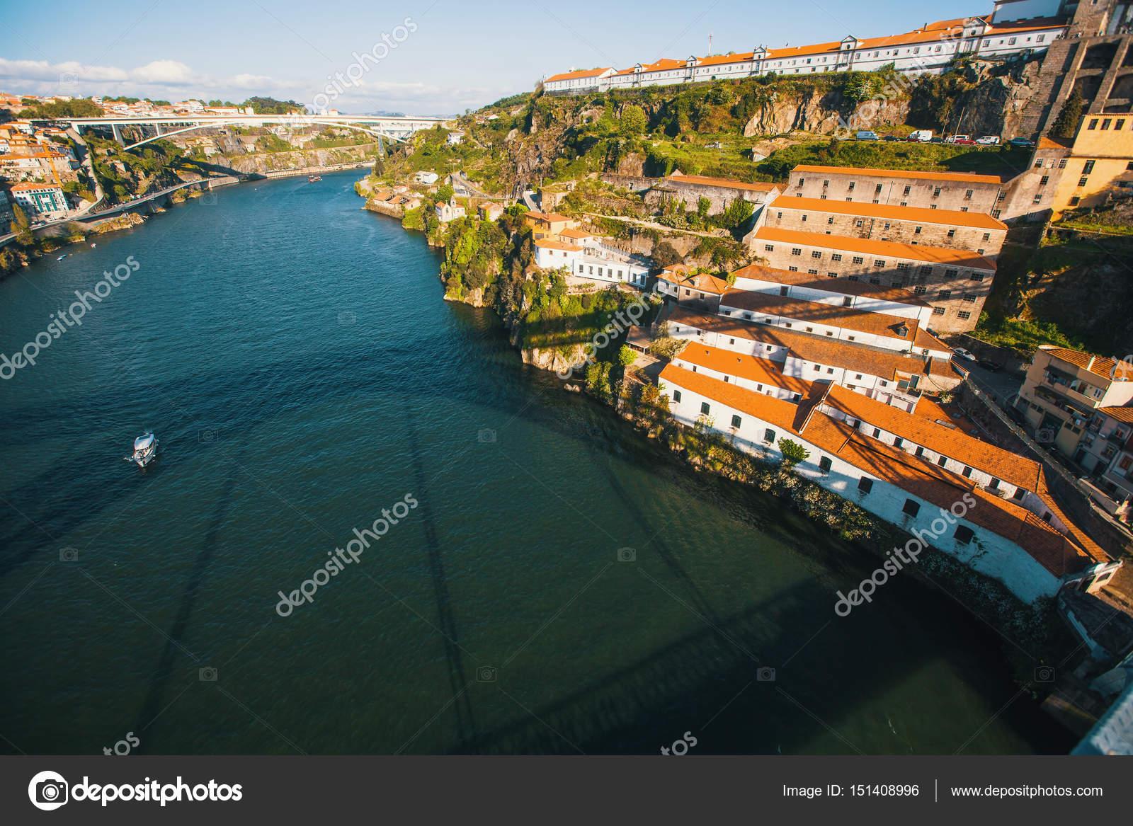 Fluss In Portugal der fluss douro portugal stockfoto dimaberkut 151408996