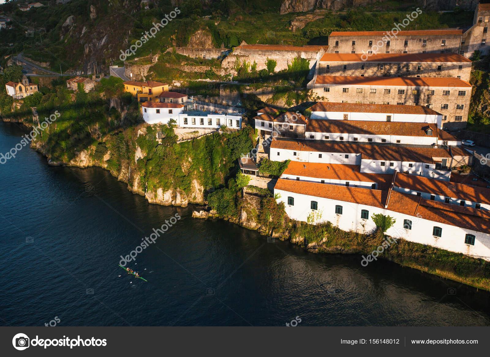 Fluss In Portugal der fluss douro portugal stockfoto dimaberkut 156148012