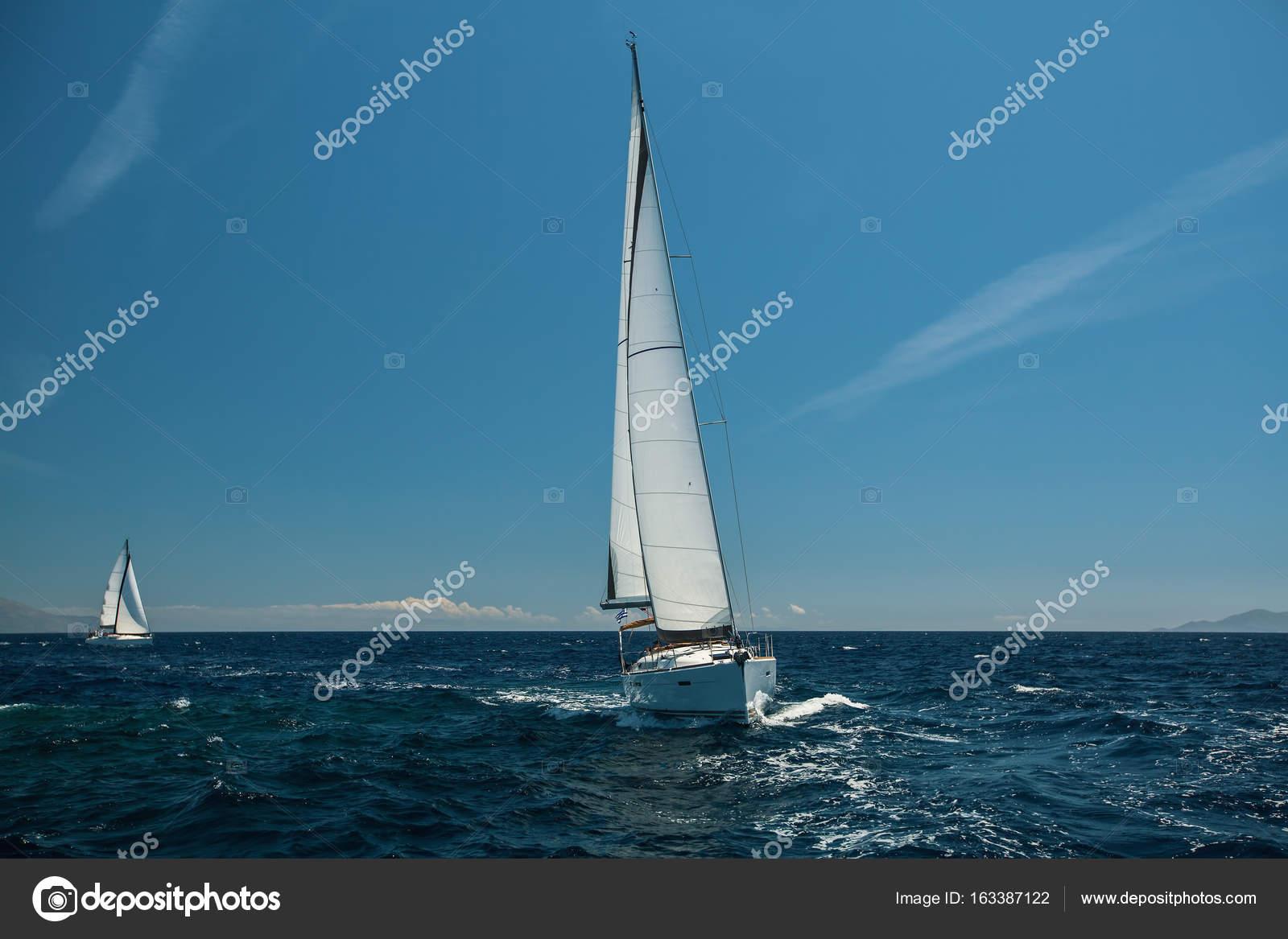 Luxus segelyachten hersteller  Schiff Luxus Segelyachten — Stockfoto © dimaberkut #163387122