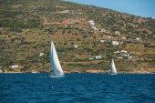 vitorlás hajó jacht fehér vitorlák