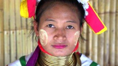 Long Neck woman weaving traditional thai fabric