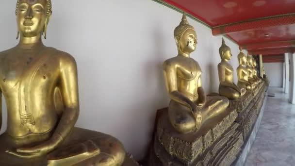 Sochy Buddhy v Grand Palace
