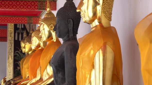 Szép Buddha szobrok