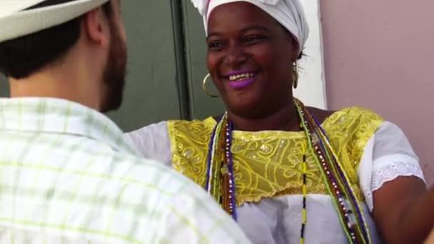 Turistické tančí s místní brazilskou ženou