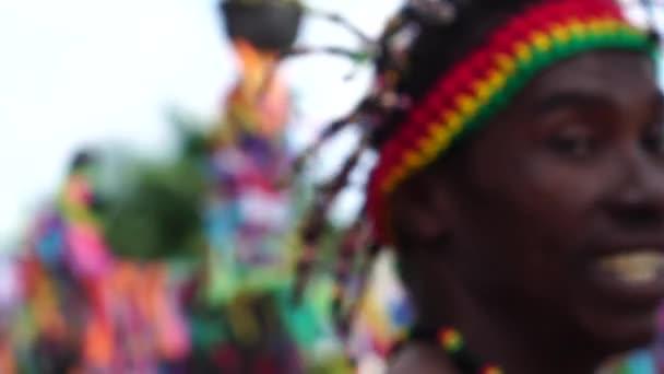 Afro tánc körül a színes szalagok