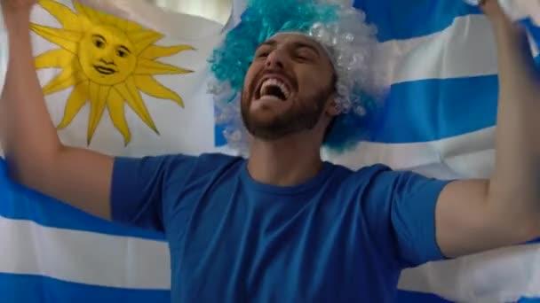Uruguaiano ventilatore festeggiare a casa. Vai Uruguay!