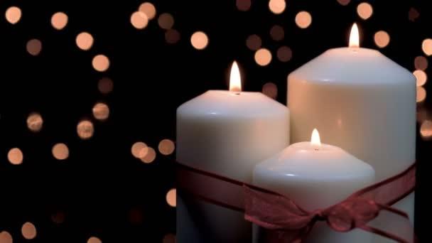 Weihnachtskerzen brennen in stimmungsvolles Licht