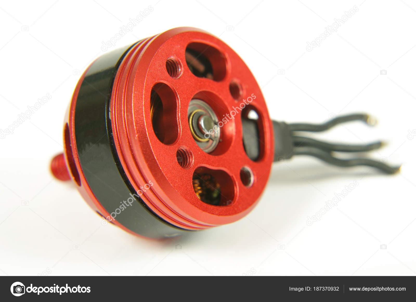 Motore Brushless Con Fili Isolati Su Fondo Bianco Foto Stock Piccolo Wiring Using Motor Per Droni Di Corse Amphoto