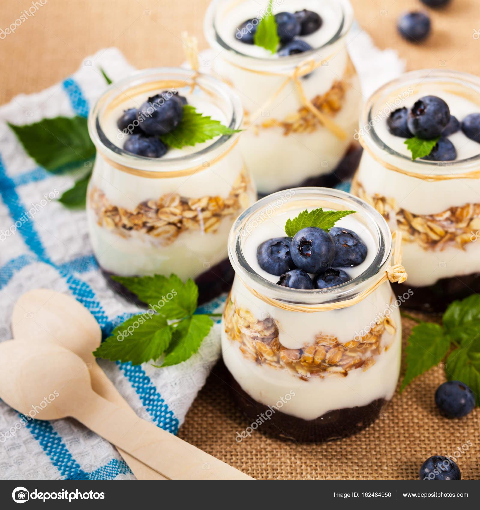 Griechischer Joghurt Dessert Mit Heidelbeeren Stockfoto