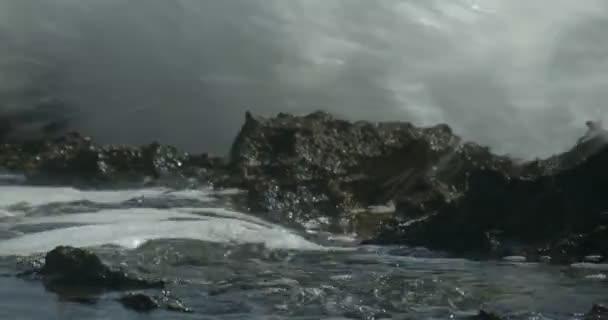 összeomlik a tenger hulláma