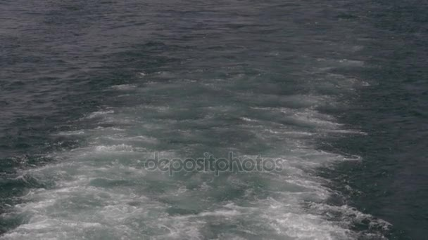 wave boat slow motion