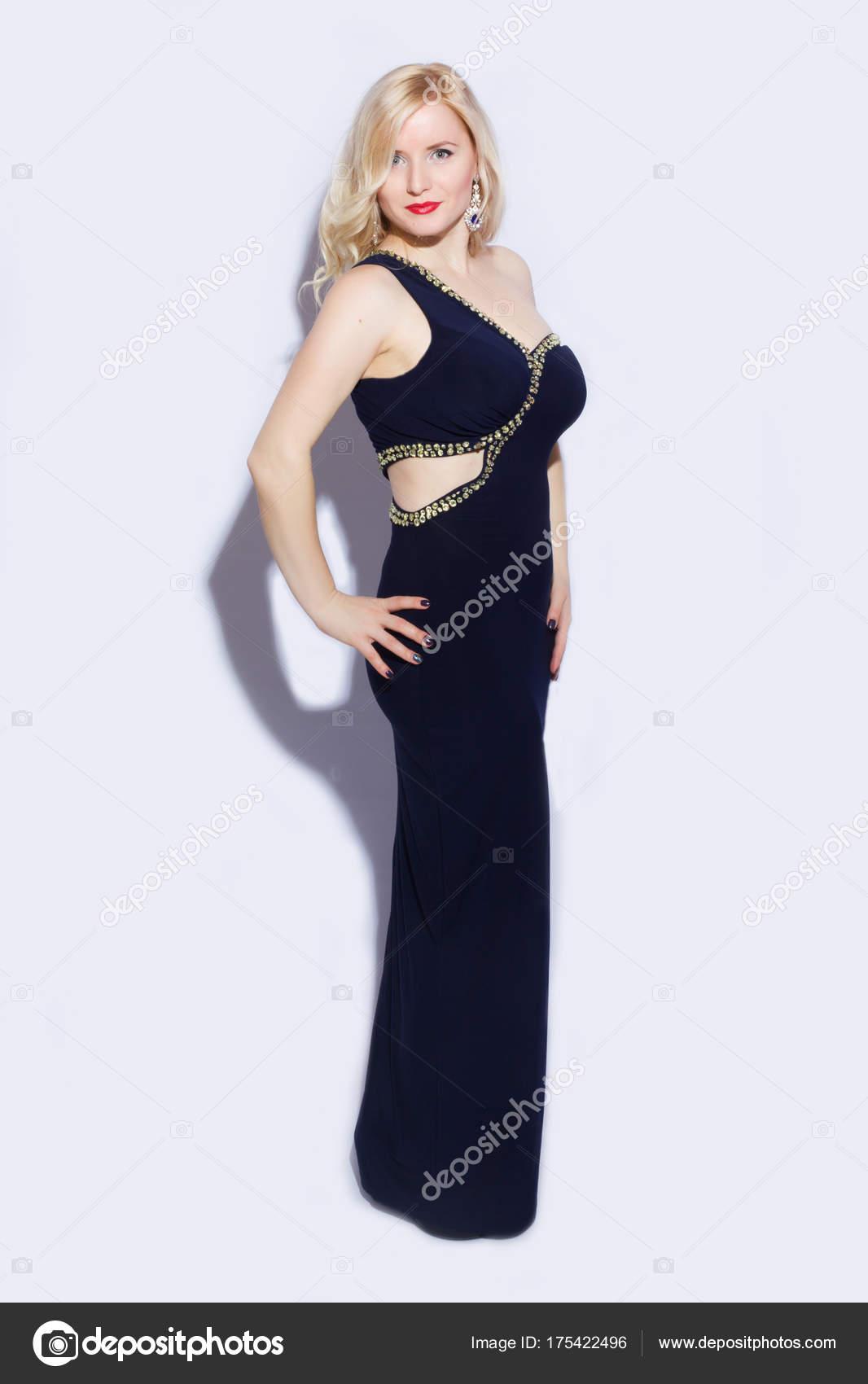 Retrato Estudio Una Hermosa Joven Rubia Vestido Azul Noche Largo