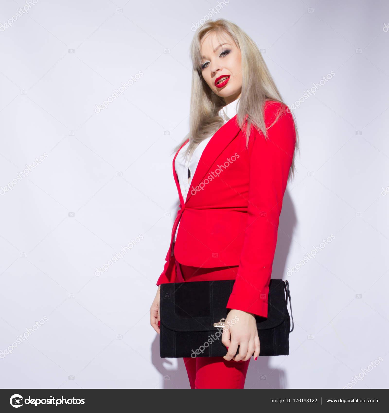 Porträt Von Eine Schöne Junge Blonde Frau Mit Langen Haaren