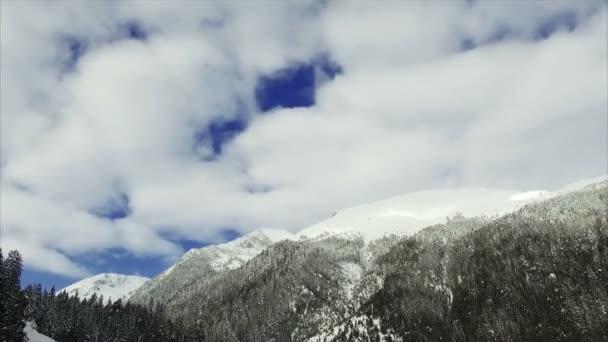 téli táj hegyi erdő hó
