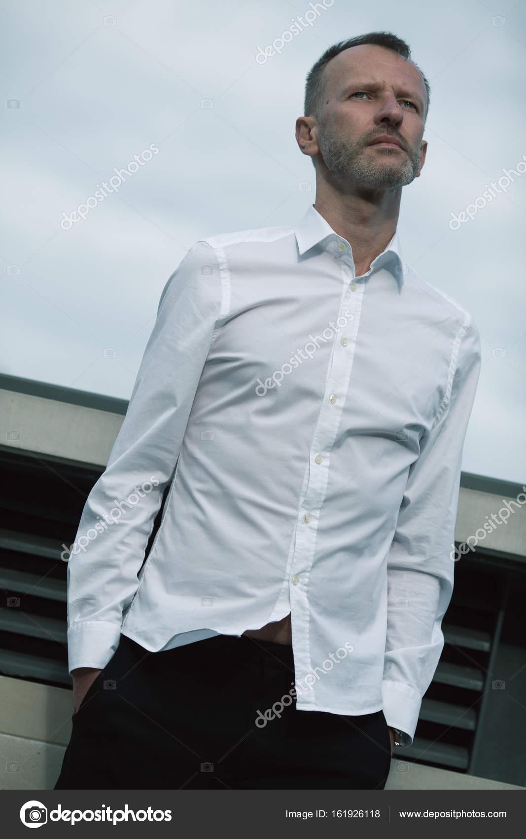 Concepto De La Moda De Los Hombres Prortrait De Maduro Hombre - Moda-para-hombres-maduros