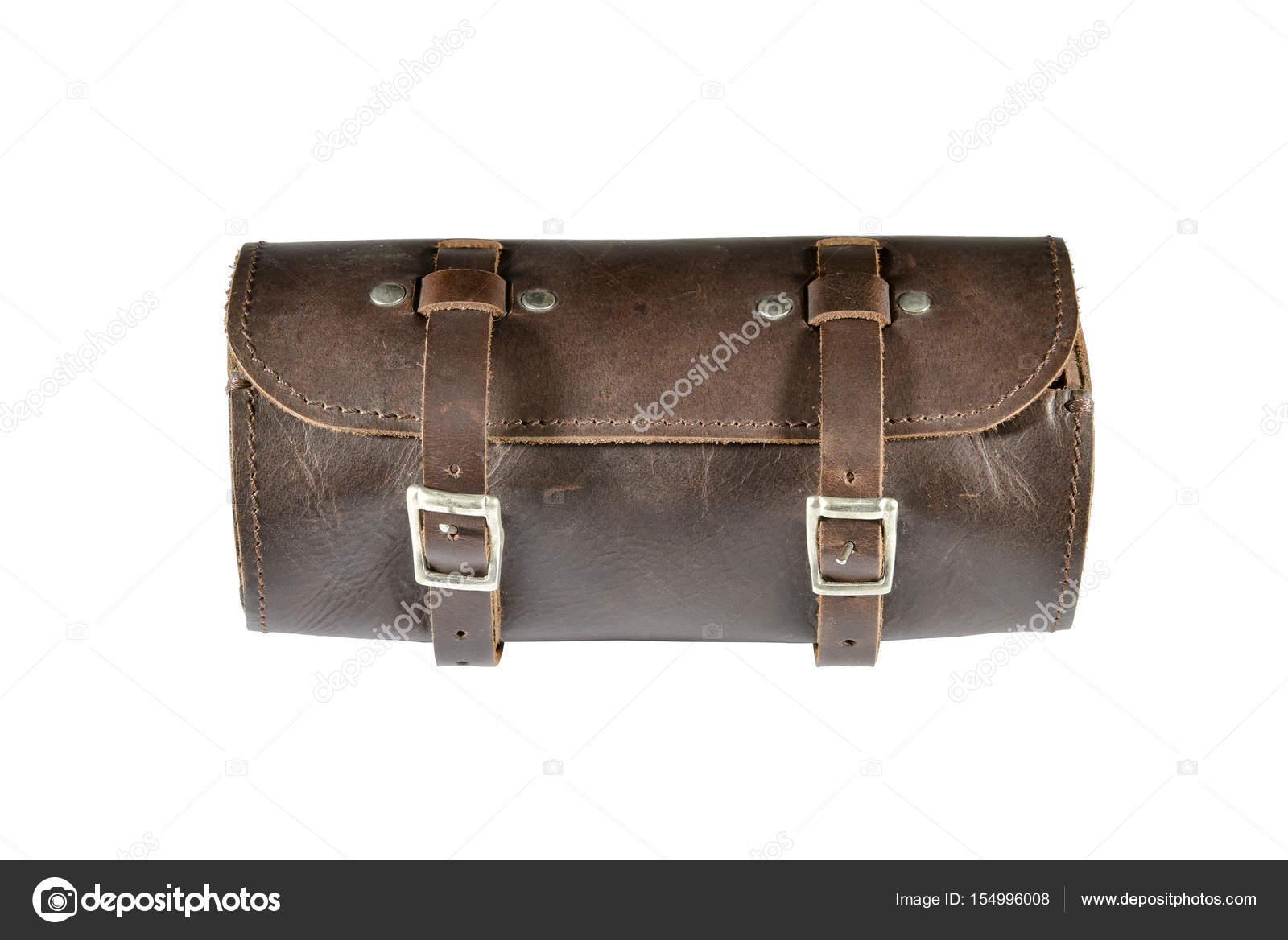 97268687055 Redonda de cuero vintage herramienta bolsa con aisladas sobre fondo blanco,  maletas o equipaje para bicicletas y motocicletas — Foto de jiggo_thekop