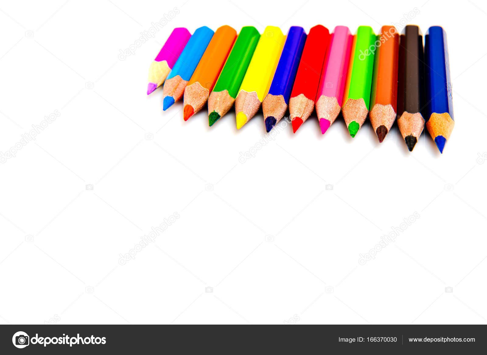b809c0c098 Πολύχρωμα μολύβια που απομονώνονται σε λευκό φόντο. Σχολικά είδη —  Φωτογραφία Αρχείου