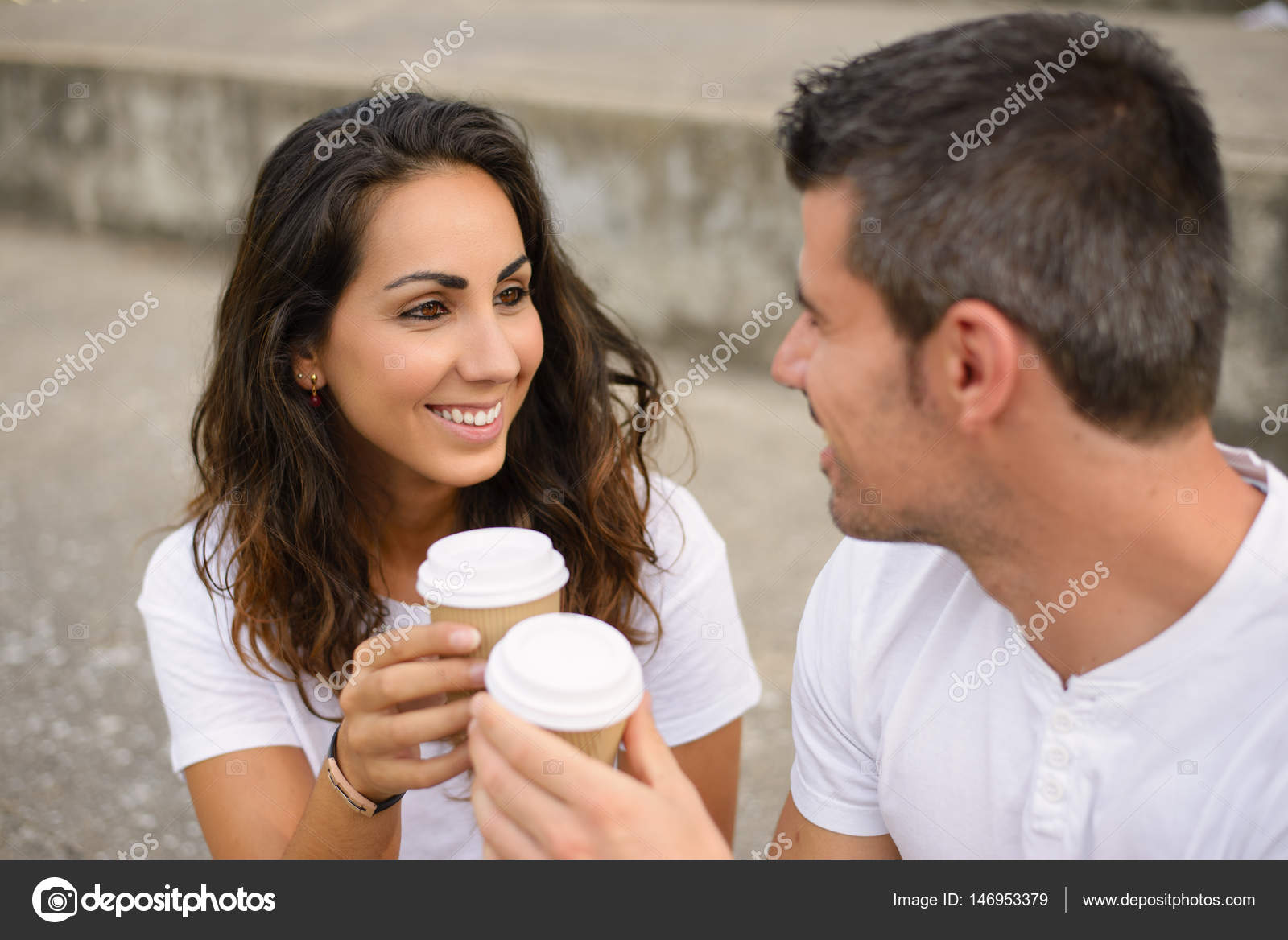 Знакомства молодой любовник что можно написать девушке при знакомстве
