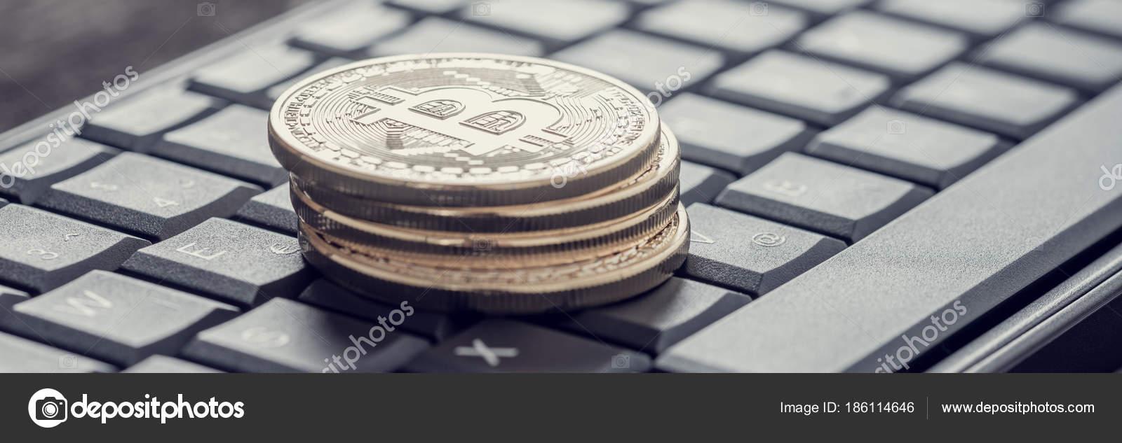 Efeito Retrô Desbotada E Tonificada A Imagem Dos Quatro Bitcoins U2014  Fotografia De Stock