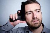 Fotografie Wilden Mann mit Gewehr schoss darüber nachzudenken