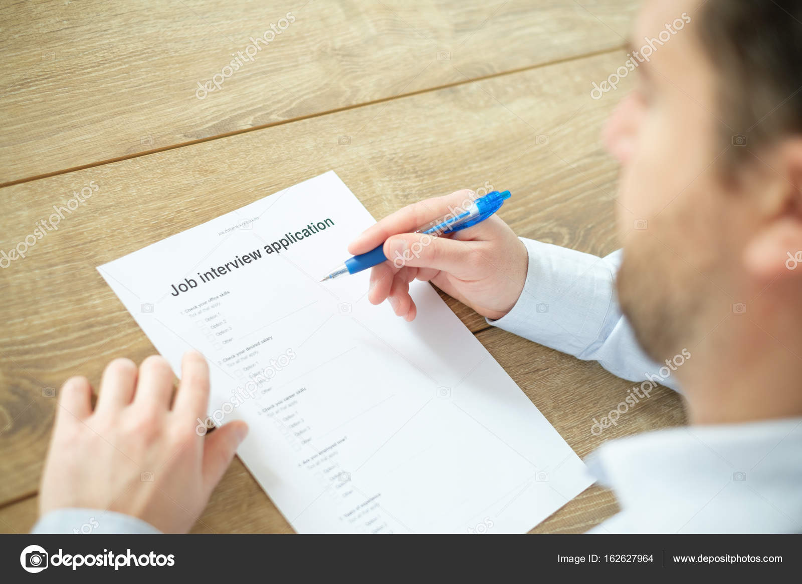 sollicitatiebrief beantwoorden Man die beantwoorden aan de sollicitatiebrief CV voor de  sollicitatiebrief beantwoorden