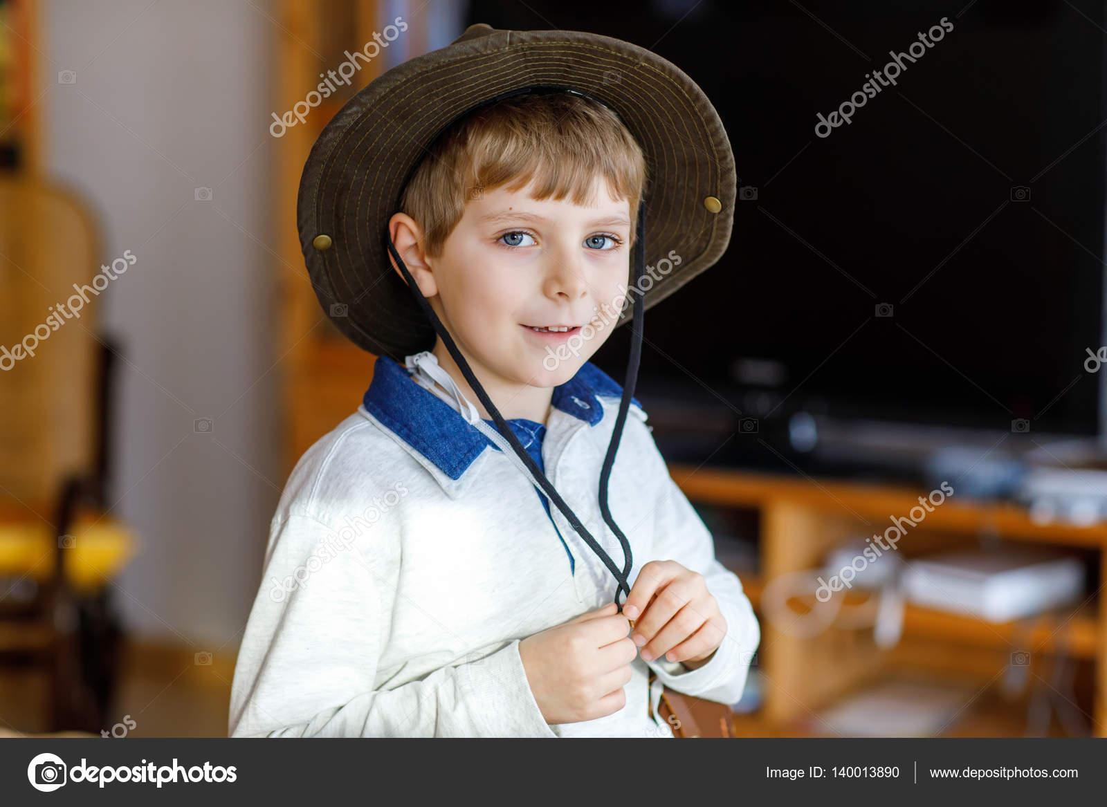 Fotos Niños Vestidos De Vaqueros Retrato De Niño Escolar
