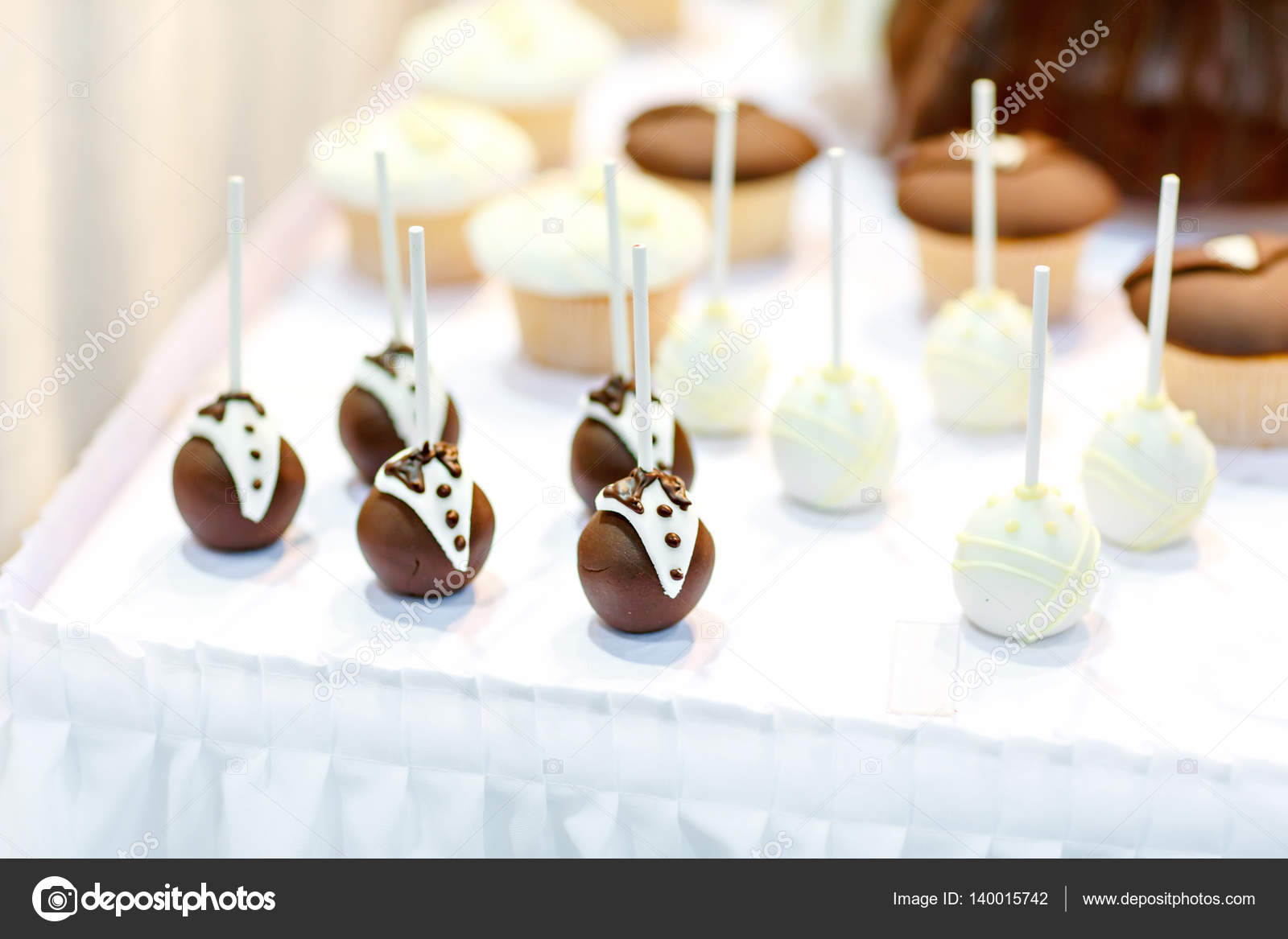 Bride and groom cake pops for wedding sweet table — Stock Photo ...