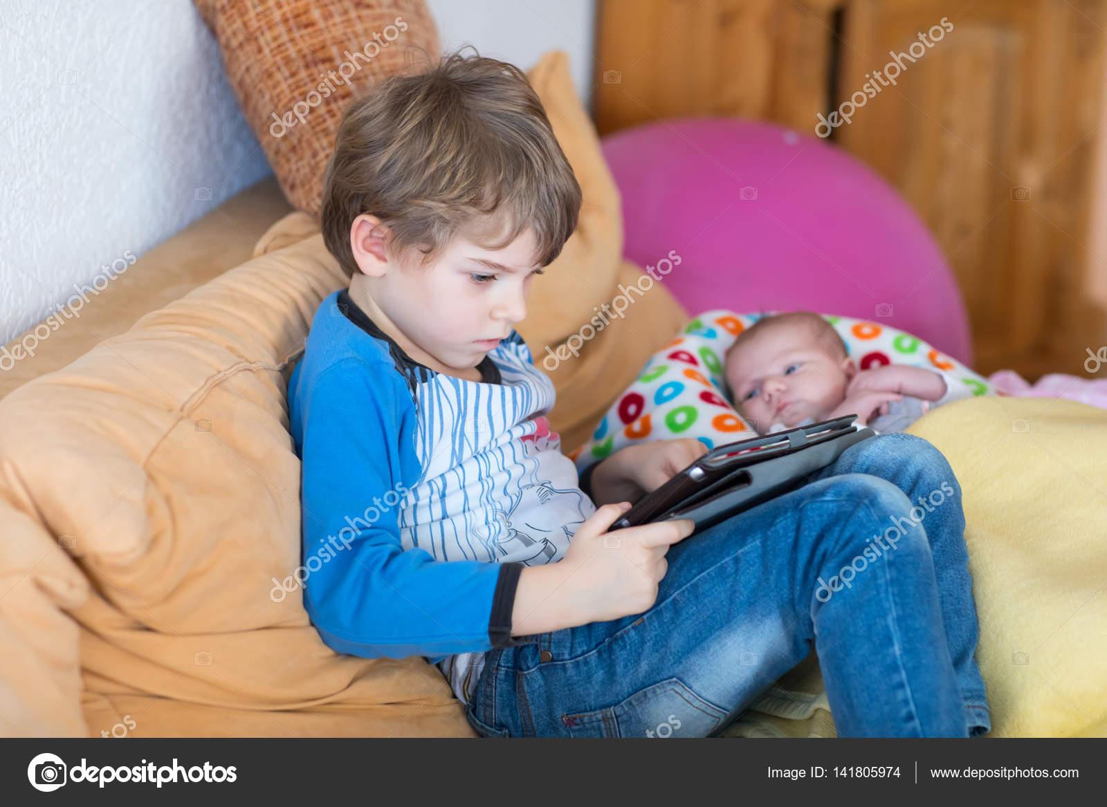 hry na hlídání dětí pinterest datování dárkové nápady