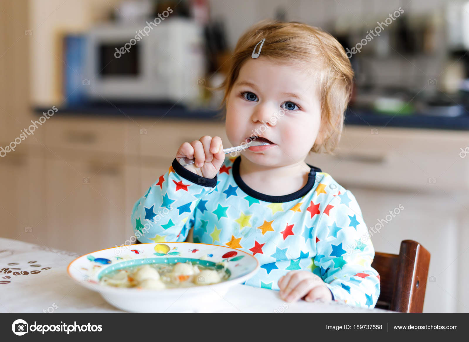 Niña Comiendo Sano Para Colorear Adorable Niña Comiendo De