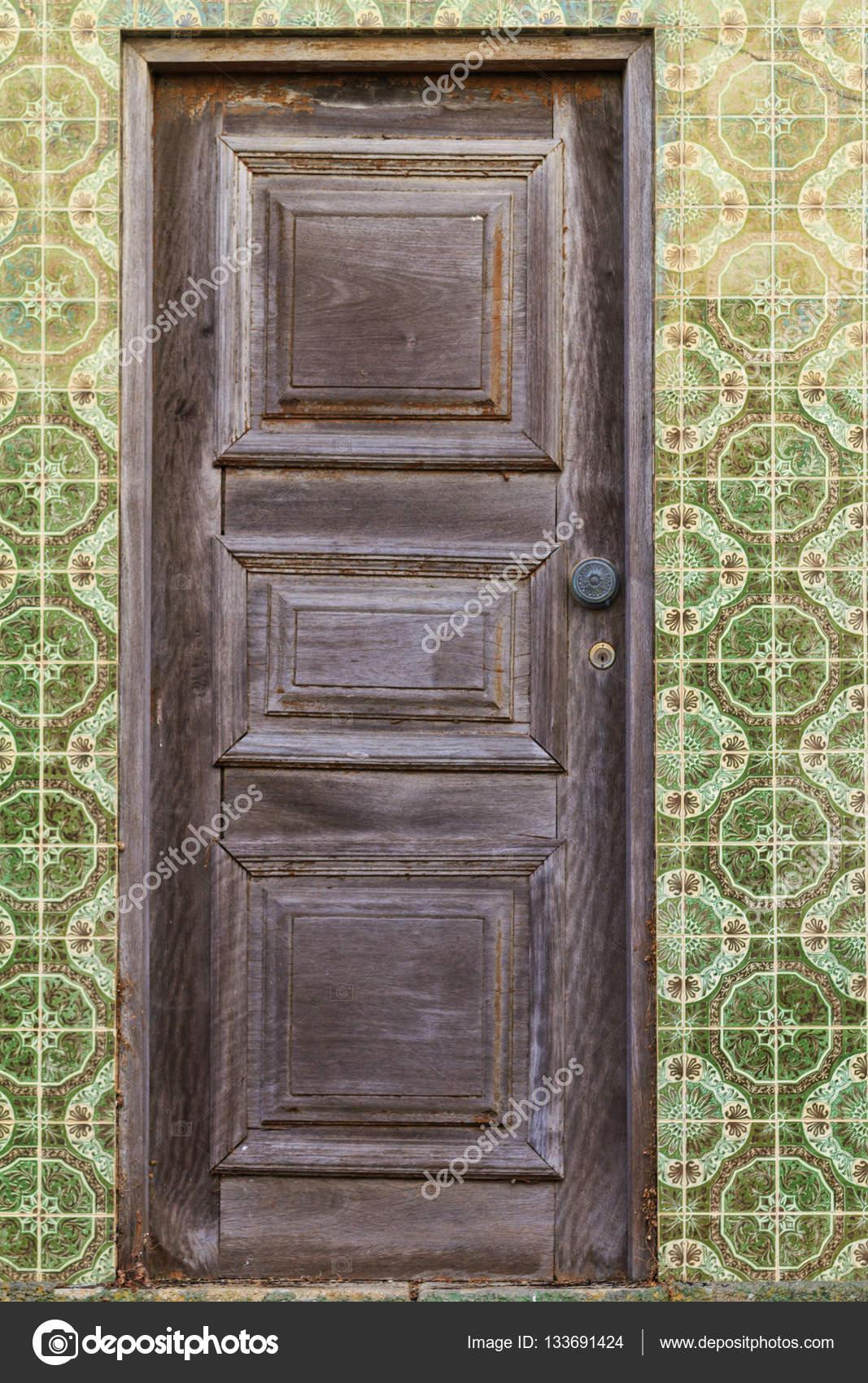 Antique wooden doors and tile color — Stock Photo - Antique Wooden Doors And Tile Color — Stock Photo © Drakuliren