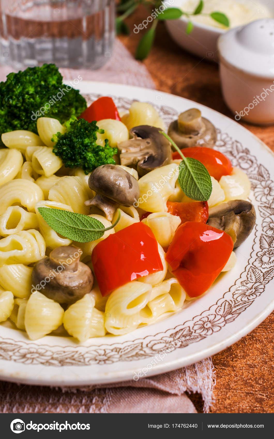 Traditionelle Italienische Pasta Mit Gemüse Stockfoto Shusha