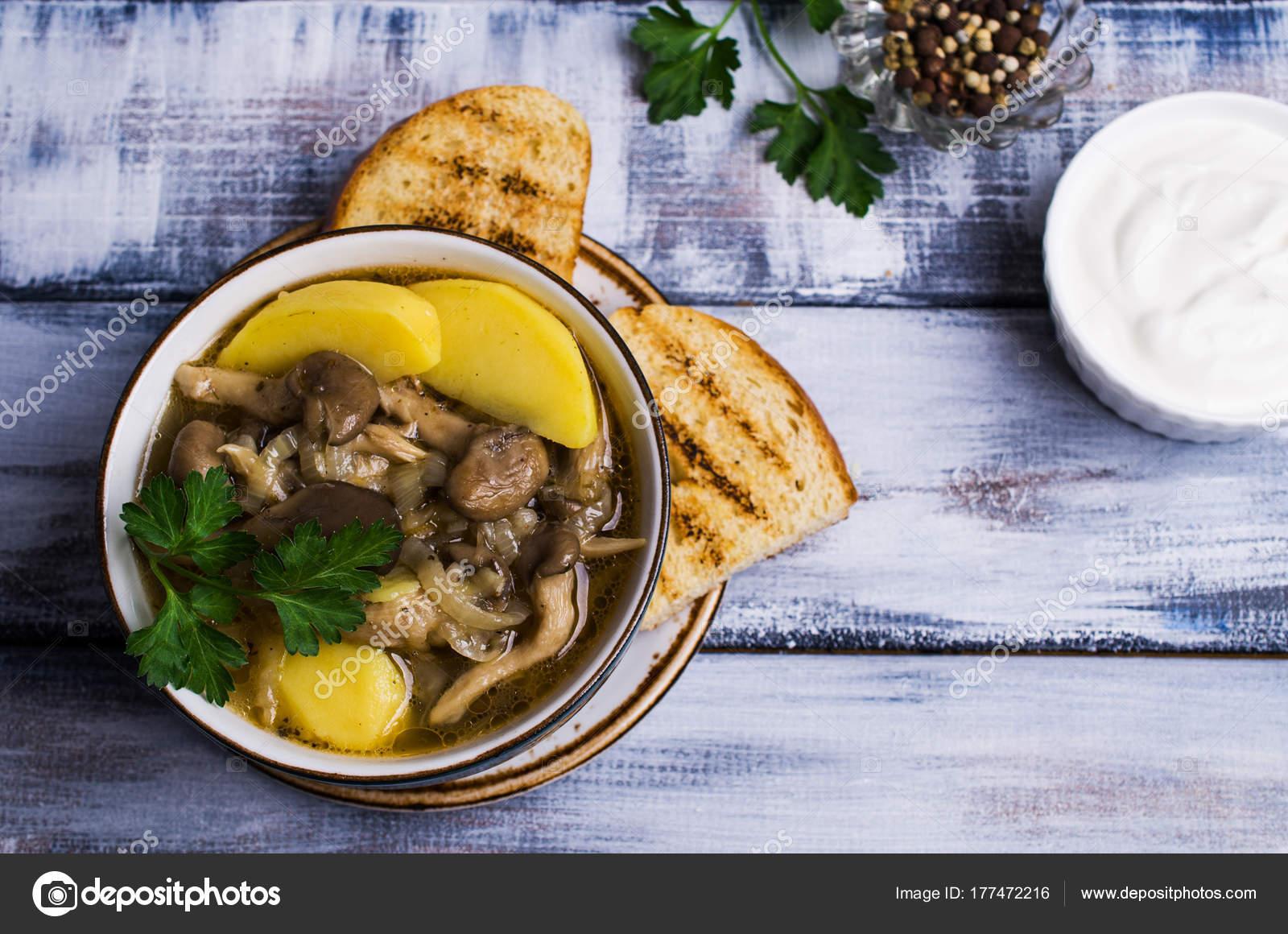 İstiridye Mantarı Çorbası